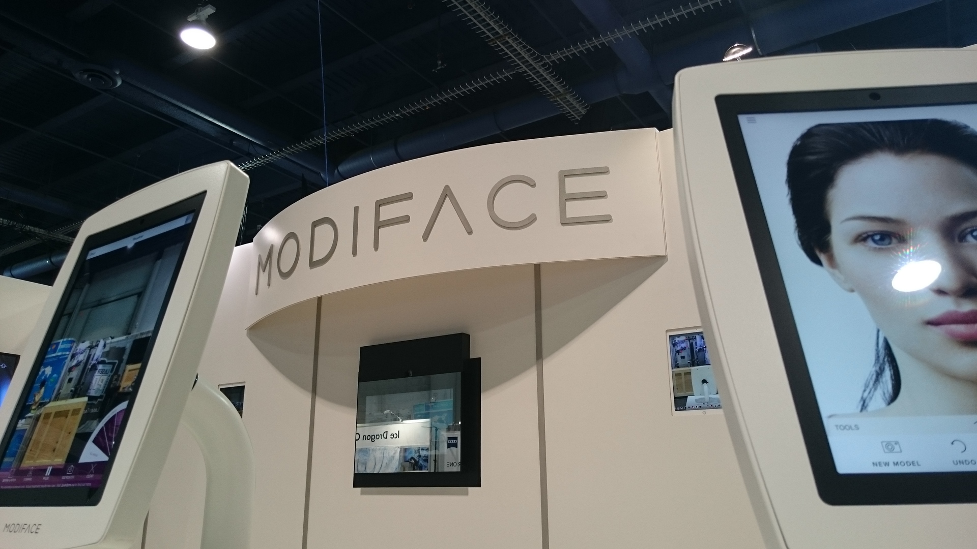 CES 2016 ModiFace Brings Next Gen Smart Mirror To Retail