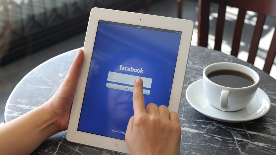 Facebook iPad login - iStock_000019956688_Medium